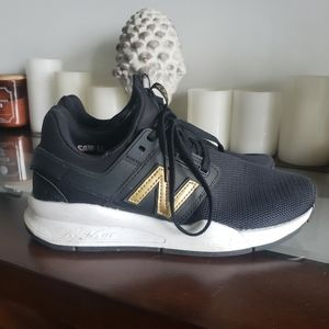 🥂just in!🥂gold & black new balance